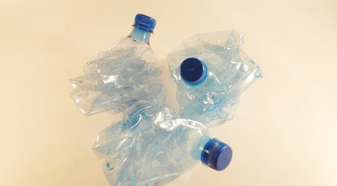 plastic-bottles-621359_1280